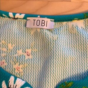 Tobi Dresses - Teal sleeveless dress with floral pattern Size M